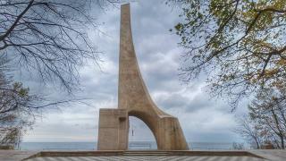 Kołobrzeg Atrakcja Warto zobaczyć Pomnik Zaślubin Polski z Morzem